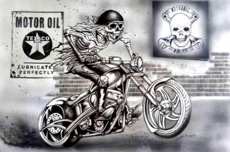 Scheletro su moto